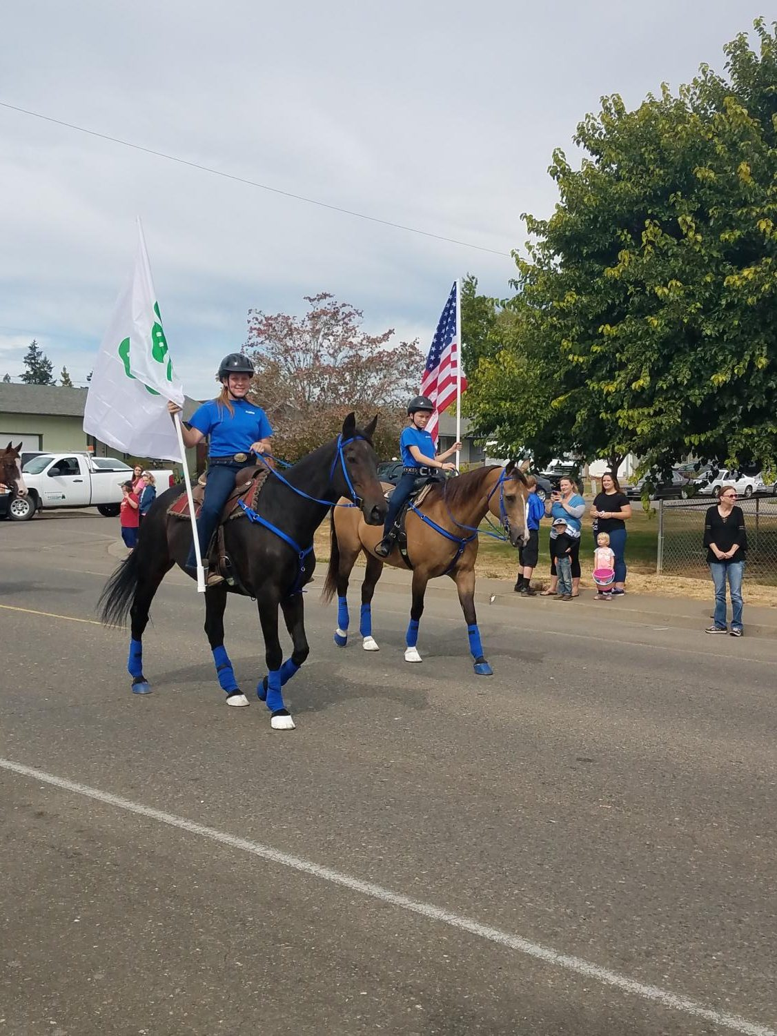 Alexis+and+Savanna+Levering+show+off+their+equestrian+skills+during+the+parade.+