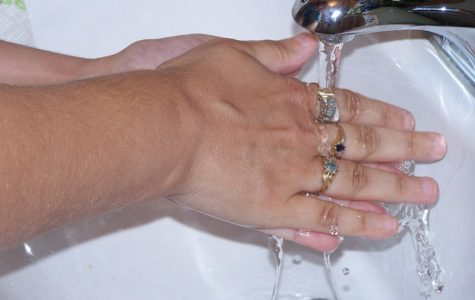 One way to stay healthy is to wash your hands. Image used under the Creative Commons License via Wikimedia.org.